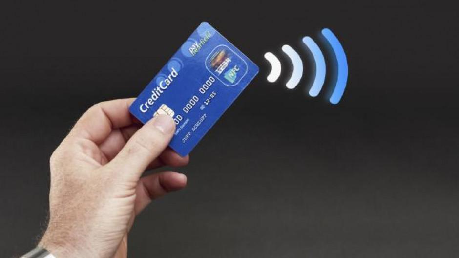Crescono i pagamenti contactless con carte di credito e App